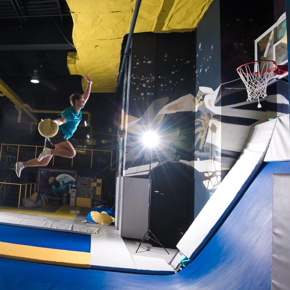 Батутный баскетбол в FlyZone